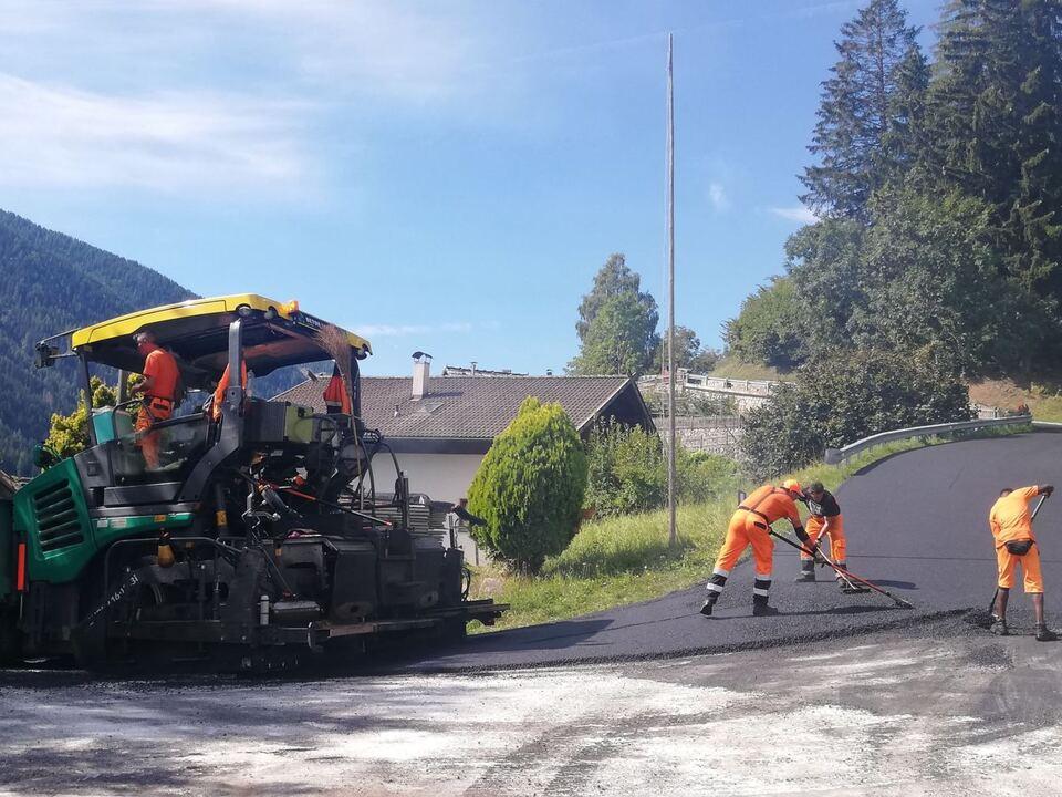 Asphaltierungsarbeiten Landesstraßendienst Straße Teer arbeiten