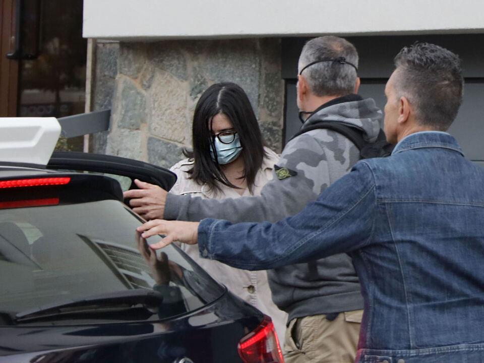 Una delle due figlie di Laura Ziliani, uccisa a Temutosi (bs), viene portata in caserma dai carabinieri dopo l\'arresto a Brescia, 24 settembre 2021. athesiadruck2_20210925214001541_cd5dba3d648d18946490174f66e0c47c
