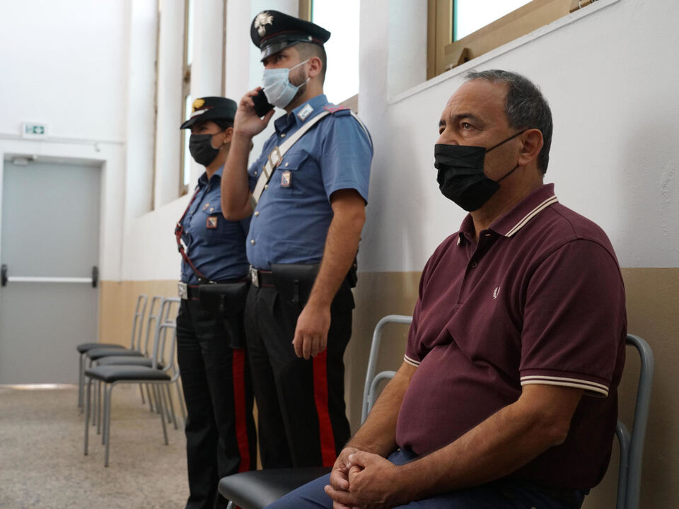 Domenico \'Mimmo\' Lucano, suspended mayor of Riace, listen the sentence in the Court of Tribunal in Locri, Southern Italy, 30 September 2021. A southern Italian ex-mayor who won worldwide plaudits for the way he helped migrants integrate and revive his small town on Thursday got over 13 years in jail for irregularities in managing asylum seekers. Domenico Lucano, 63, settled 450 refugees in Riace, a town of 1,800 inhabitants, revitalising it and preventing the closure of the local school. Foto athesiadruck2_20210930203454606_b268269f9064163f680380909c79fbb6