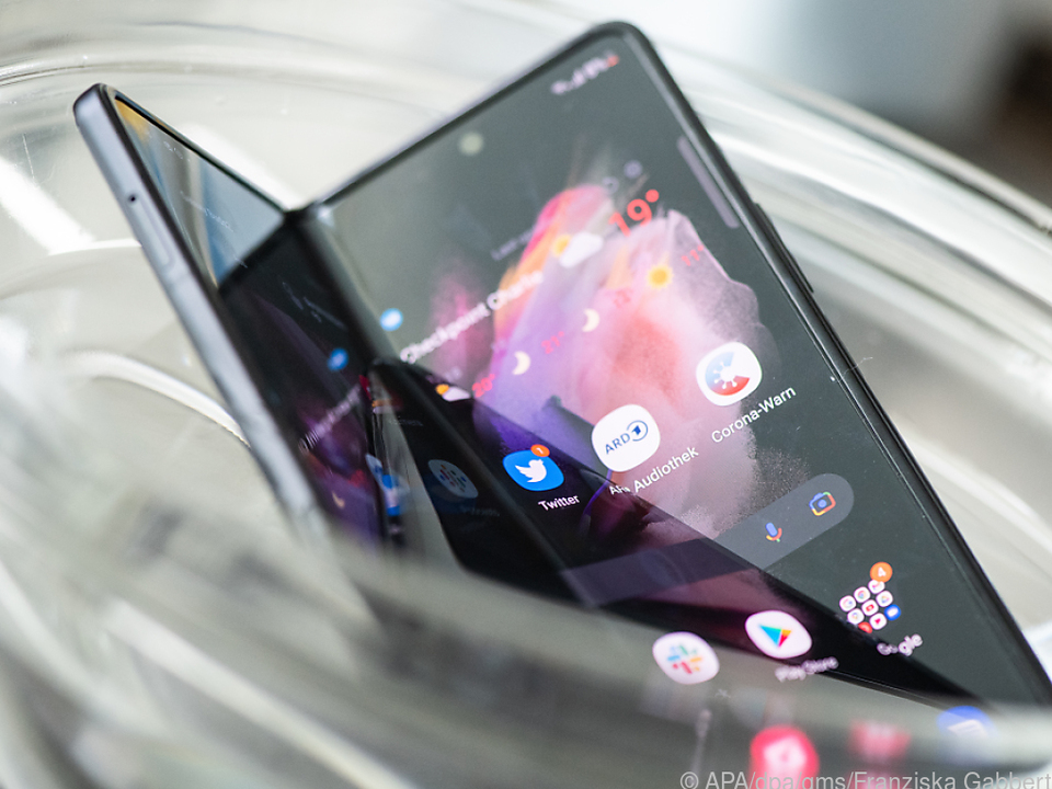Kleines Bad gefällig? Das Galaxy Z Fold 3 kommt jetzt auch mit Wasser klar