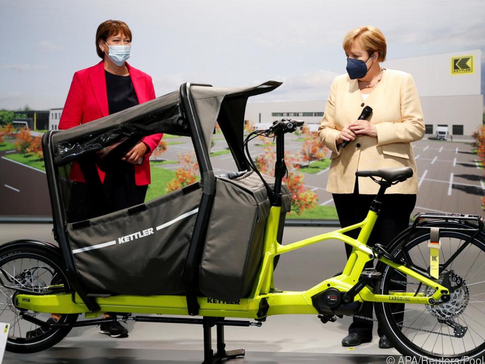 Bei der IAA gab es für Kanzlerin Merkel nicht nur Pkw zu bestaunen