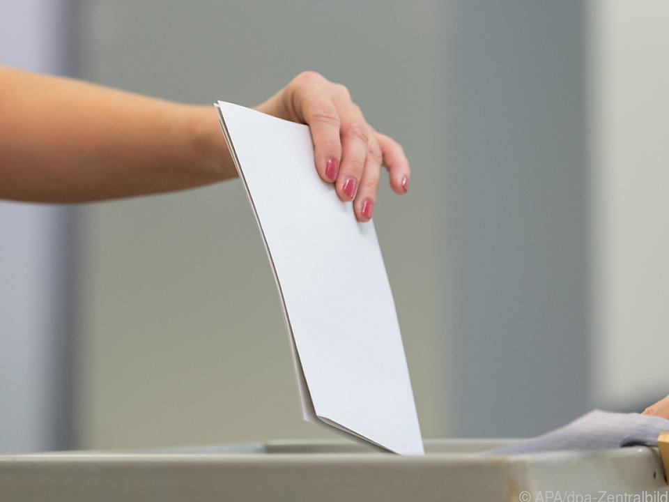 Bekenntnis zur Demokratie generell hoch