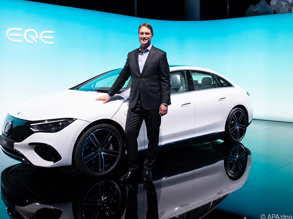 BMW-Chef Källenius präsentiert ein neues Auto