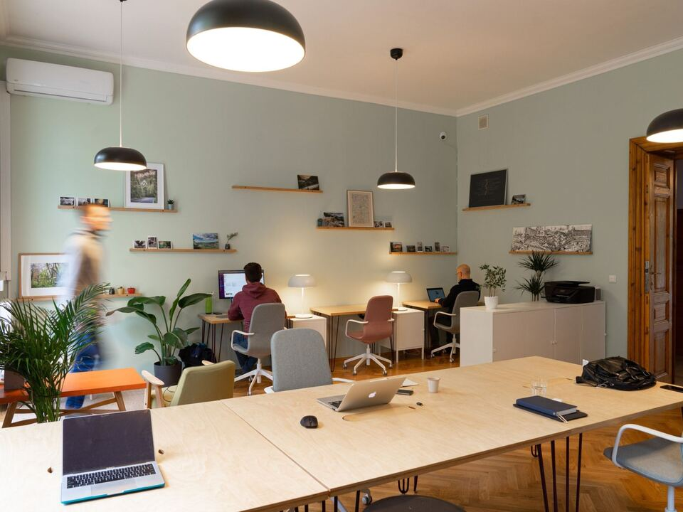 Coworking Spaces yolk-coworking-krakow-AQdyCfXWxB4-unsplash