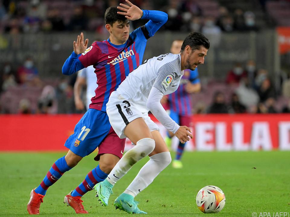 Demir (l.) im Zweikampf mit Granadas Escudero