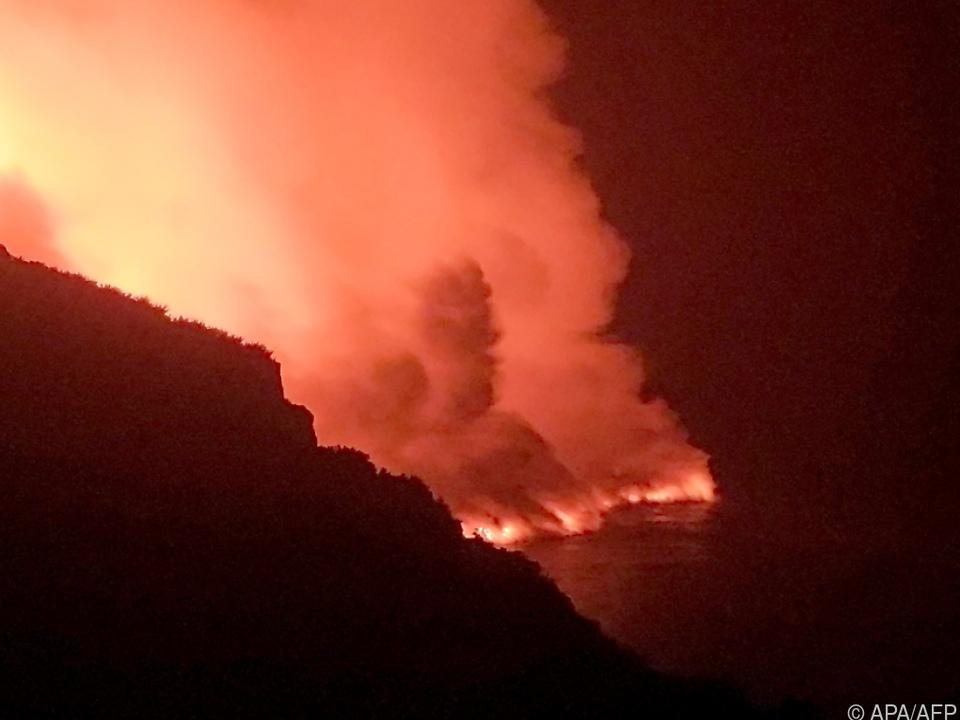 Der Lavastrom hat das Meer erreicht und liefert spektakuläre Bilder
