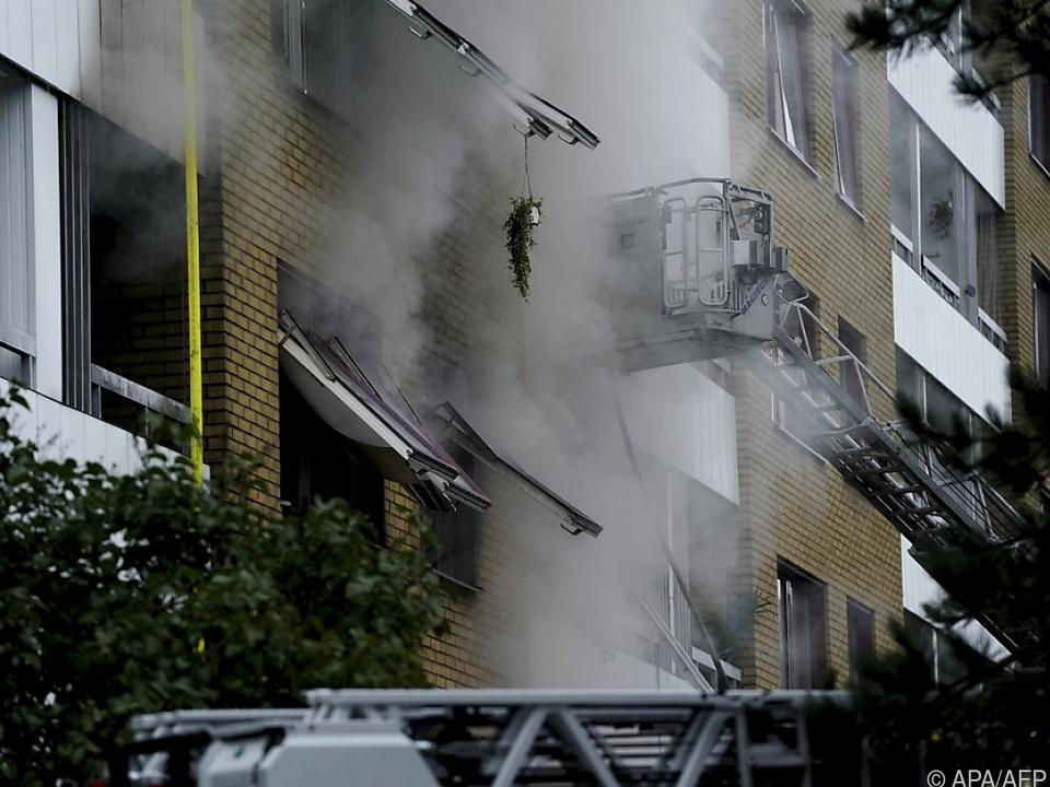 Detonation in einem Mehrfamilienhaus