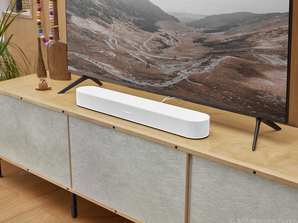 Die neue Beam-Soundbar (ca. 499 Euro) bietet Sonos in Weiß und Schwarz an