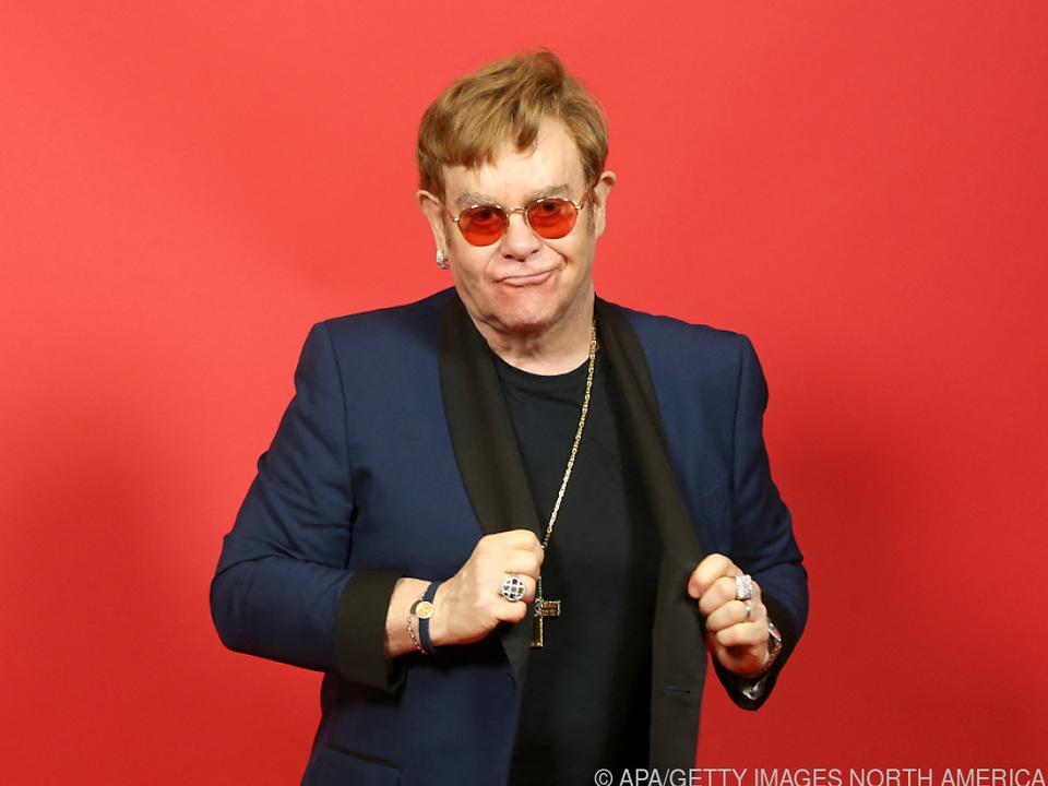 Elton John ist unglücklich gestürzt