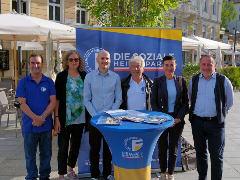 Foto PK - GR-Kandidaten Richard Federspiel, Josefa Brugger, Philipp Kleon, BM-Kandidat Otto Waldner, L. Abg. Ulli Mair, GR-Kandidat Peter Enz (v.l.n.r.)
