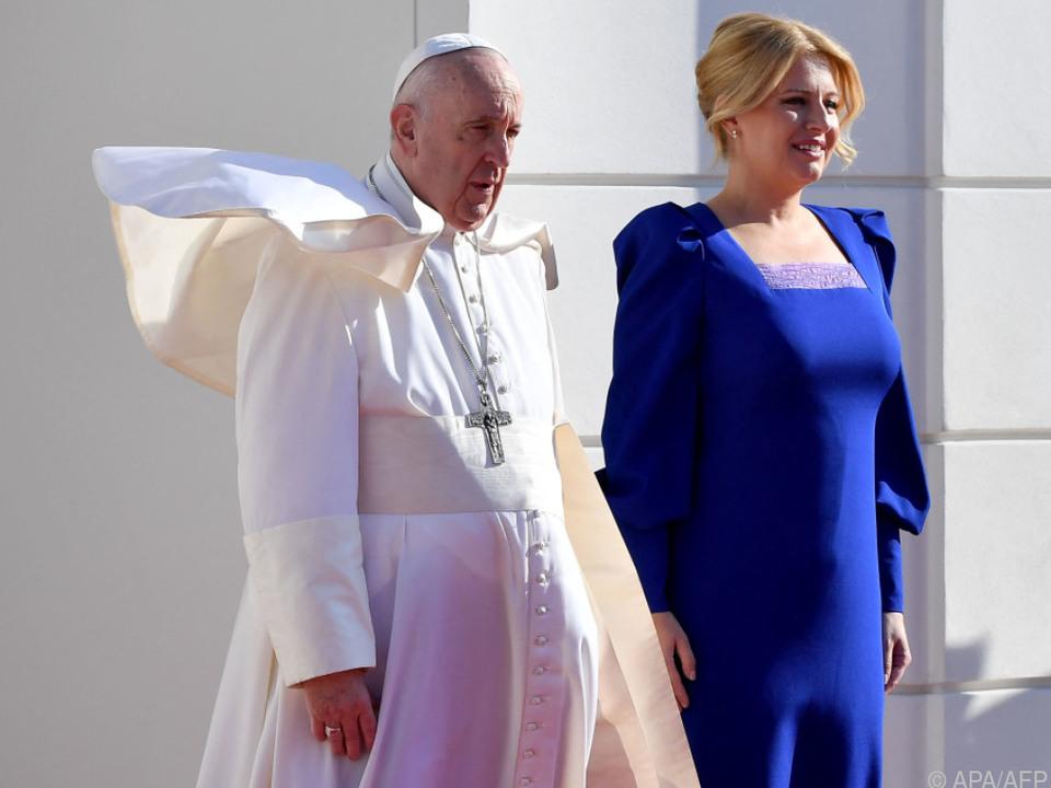 Franziskus wurde von Präsidentin Caputova in Empfang genommen