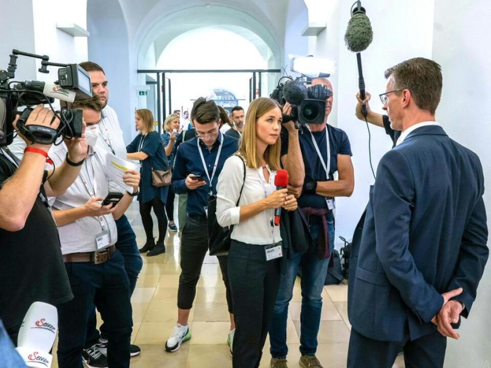 Gedränge um MFG-Spitzenkandidat Joachim Aigner