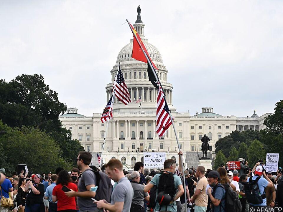 Großes Sicherheitsaufgebot für einige hundert Demonstranten