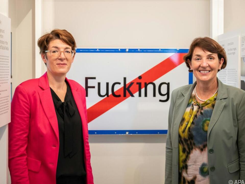 hdgö-Direktorin Monika Sommer und Bürgermeisterin Andrea Holzner