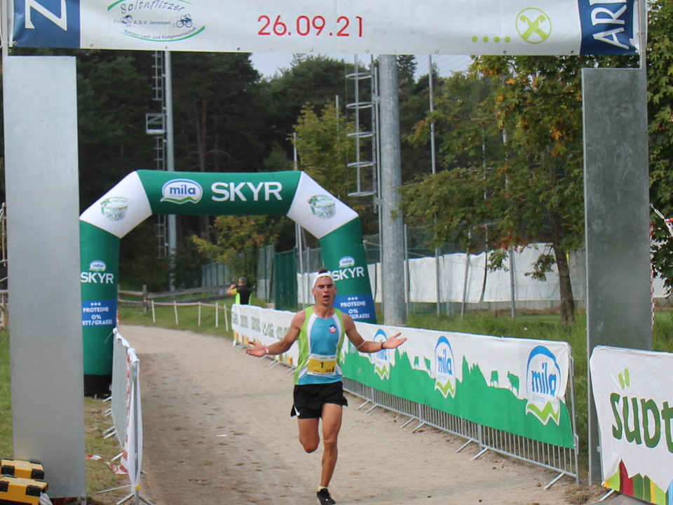 Hofer_Michael_Ziel_arrivo_Soltn-Berghalbmarathon_26_09_2021_Credits_hkMedia