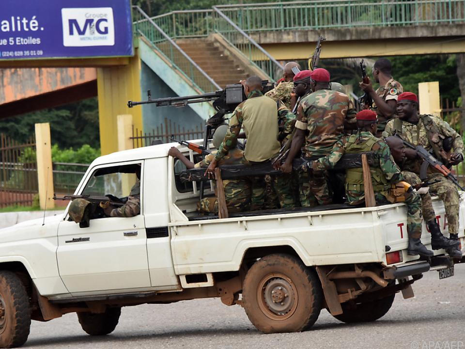 Militär marschierte in der Hauptstadt Guinea auf