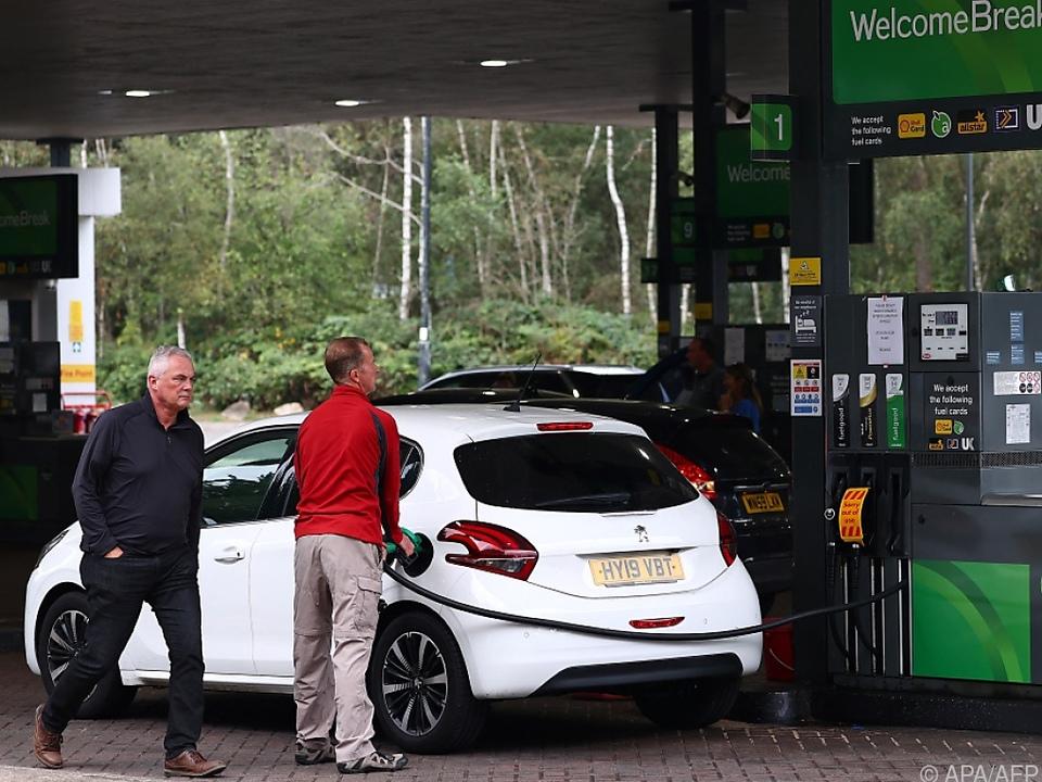 Nicht an jeder britischen Tankstelle ging es zuletzt so gesittet zu