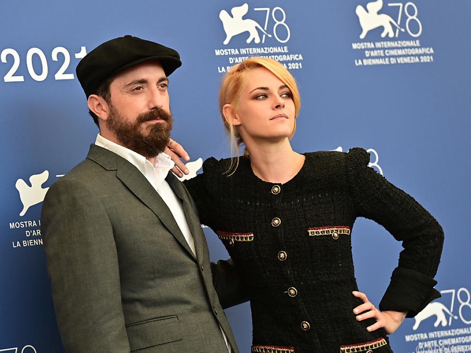 Regisseur Larrain mit Kristen Stewart