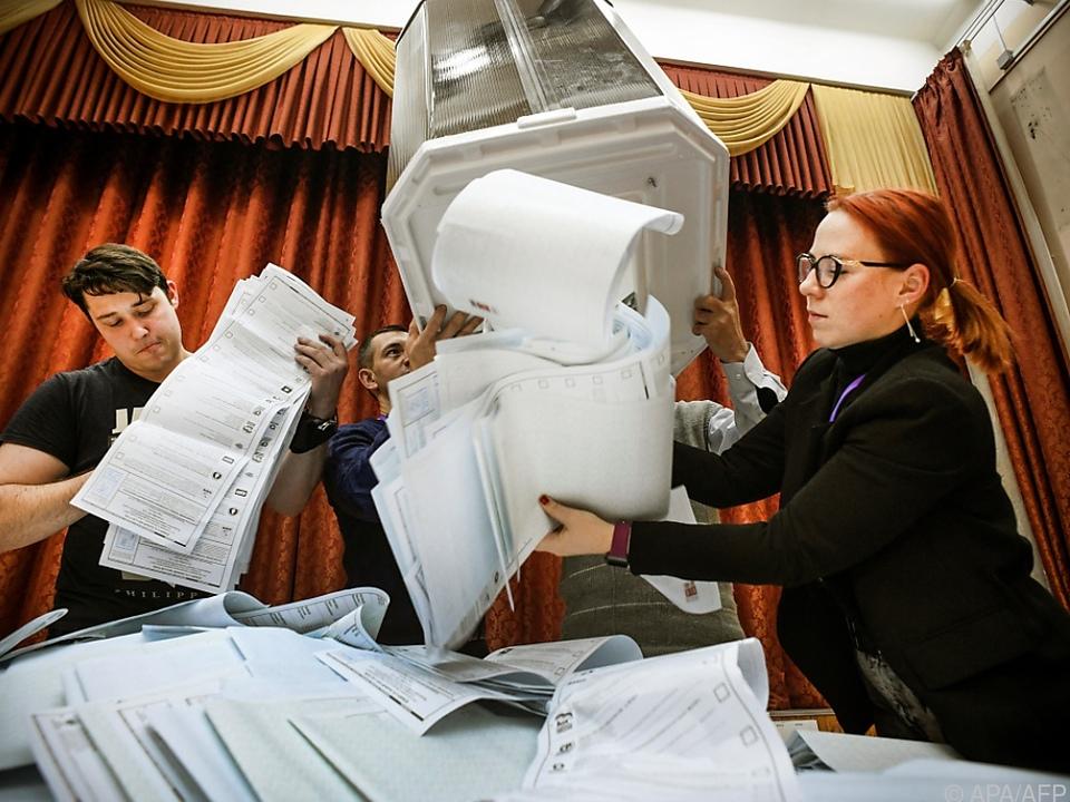 Russische Wahlkommission will Beschwerden prüfen