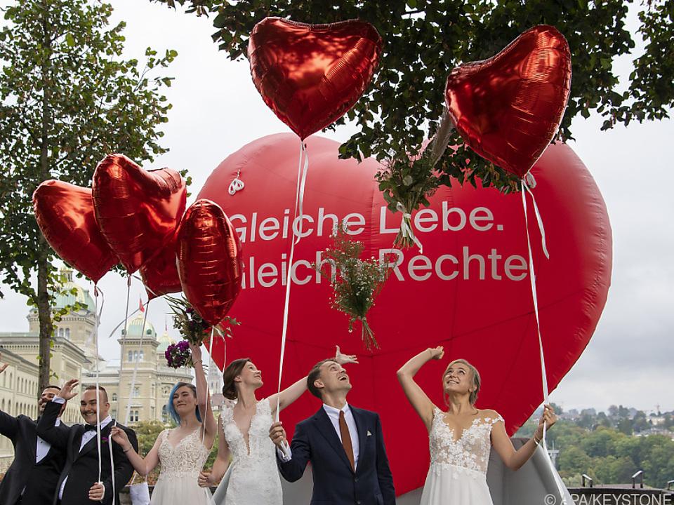 Schweizer stimmten in Volksabstimmung über Homo-Ehe ab