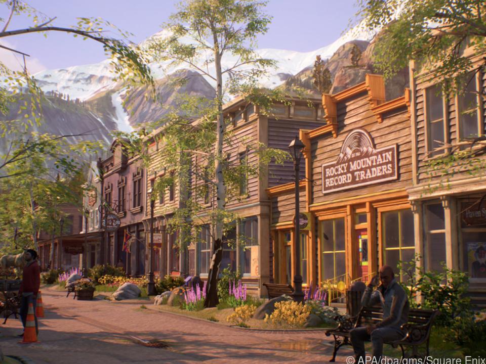 Spielerinnen und Spieler erforschen die idyllische Bergstadt Haven Springs