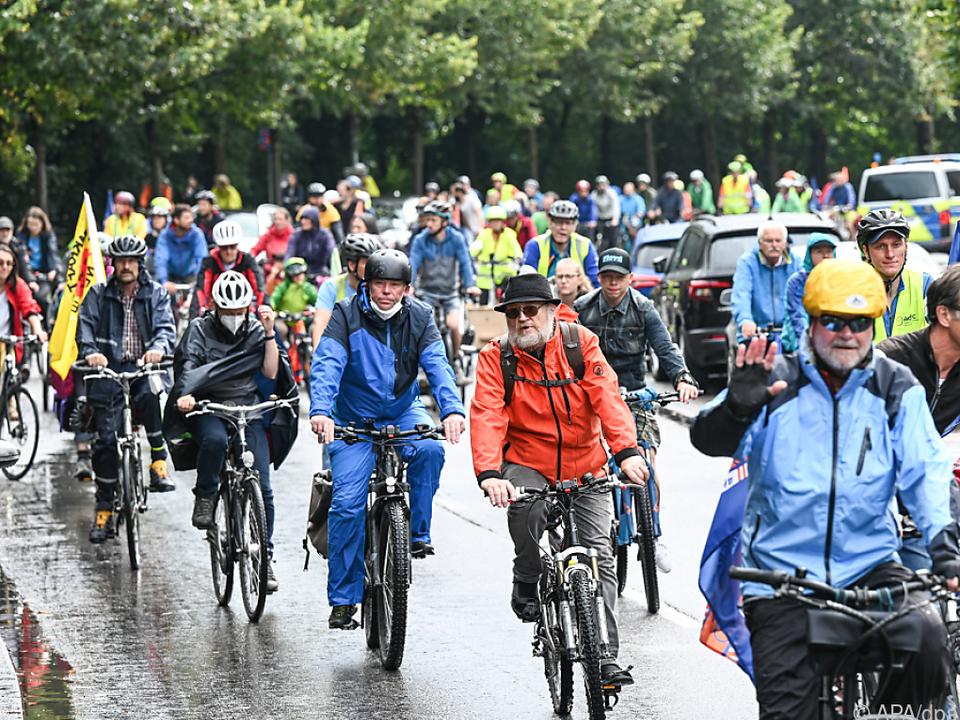 Teilnehmer der Radsternfahrt in München unterwegs
