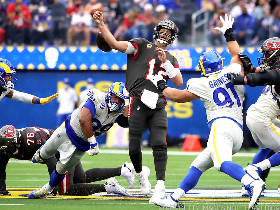 Tom Brady gegen die Rams unter Druck