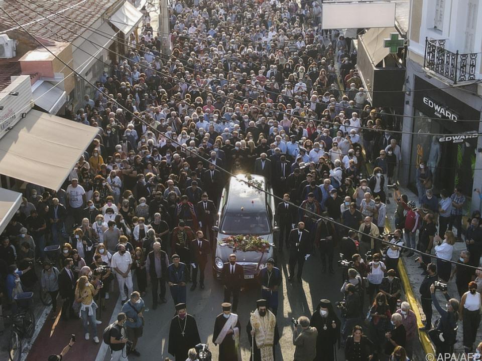 Trauerzug in Chania mit reger Anteilnahme der Bevölkerung