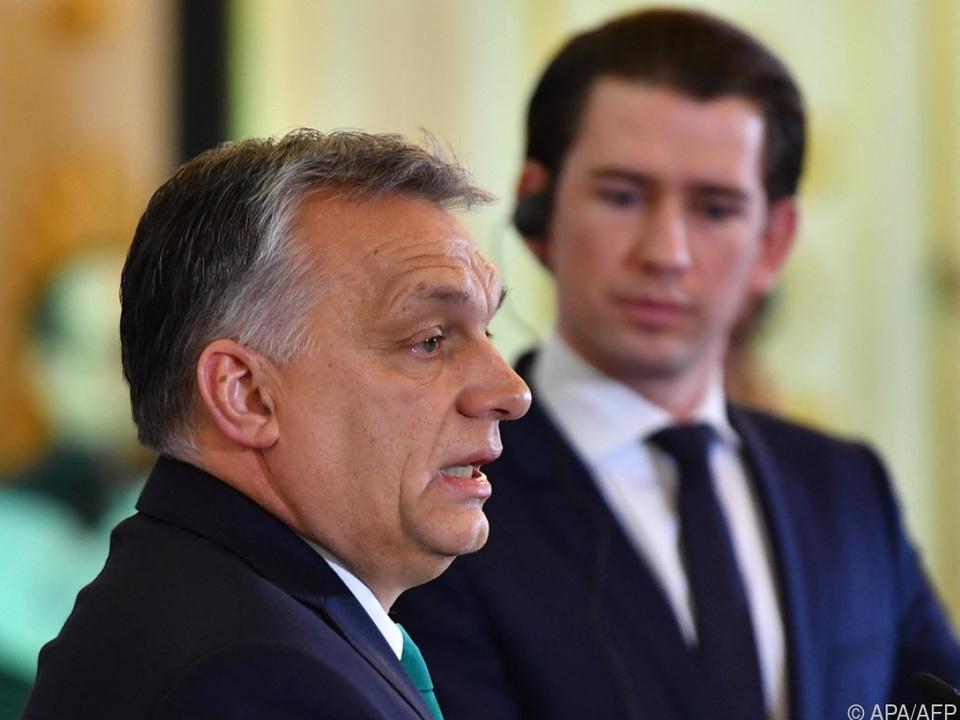 Ungarns Premier Orban bei einer Pressekonferenz mit Kanzler Kurz