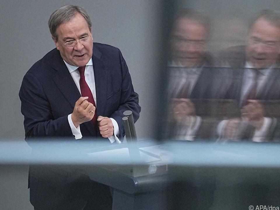 Unions-Kanzlerkandiat Laschet verharrt im Umfrage-Tief