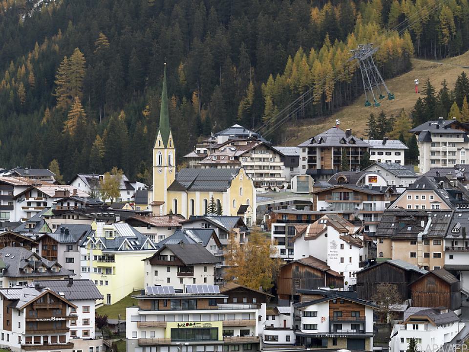 Witwe und Sohn von Corona-Toten klagen Republik Österreich auf rund 100.000 Euro