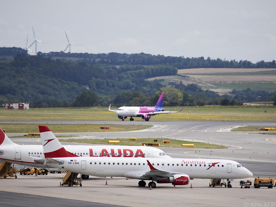Wizz Air ist auch mit mehreren Flugzeugen in Wien vertreten