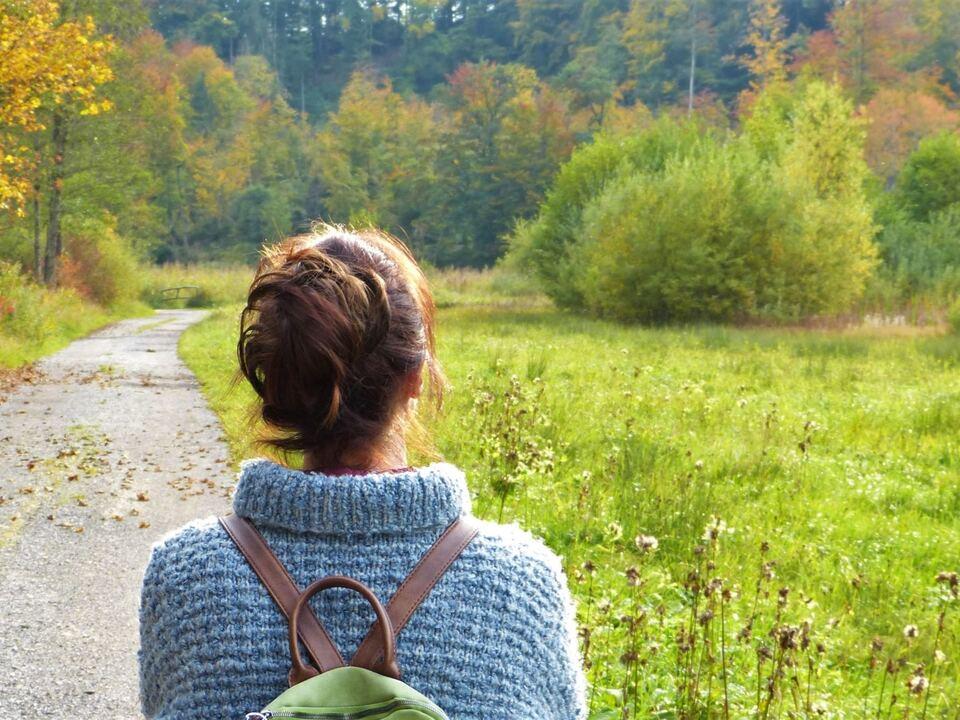 Vor allem nach den belastenden Erfahrungen der Coronazeit ist der Ausgleich für die psychische Gesundheit wesentlich, regt Landesrätin Deeg anlässlich des Welttages zur psychischen Gesundheit am 10. Oktober an. ( depression herbst spaziergang20211008_PsychischeGesundheit