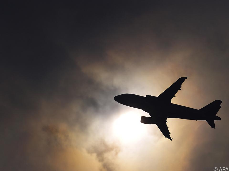 flugzeug sym Airlines wollen 2050 klimaneutral fliegen