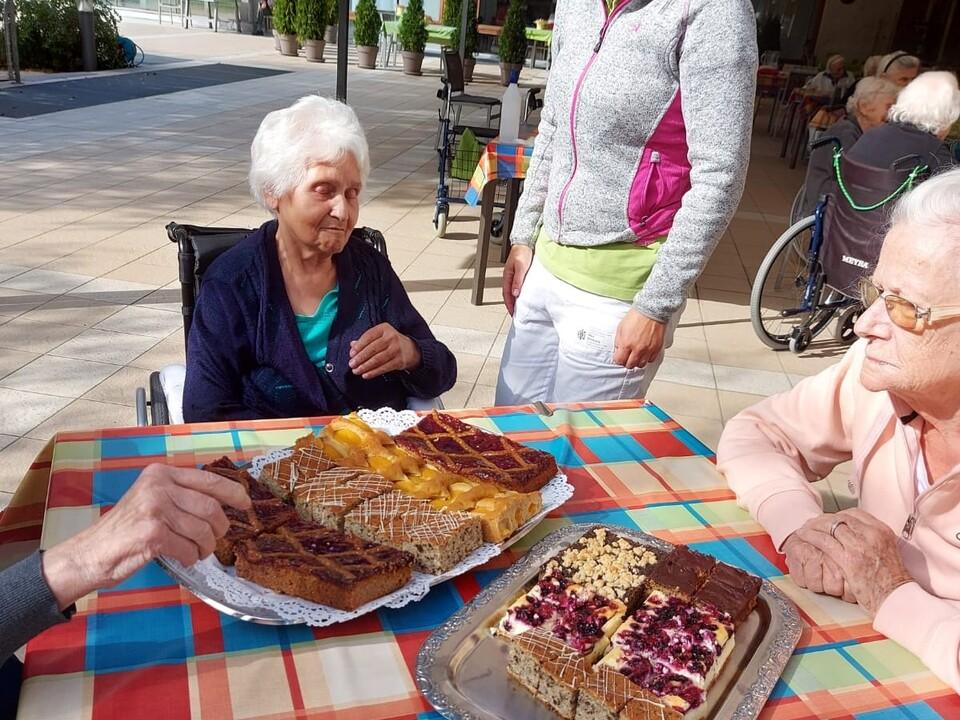 Altersheim-Kuchenverteilung