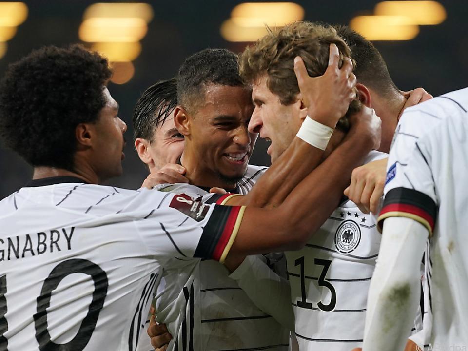 Deutschland siegte dank Gnabry und Müller knapp