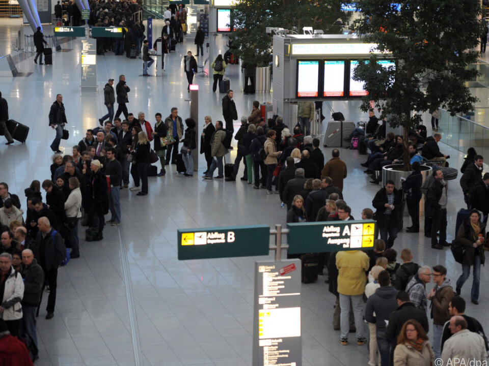 Flugpassagieren drohen stundenlange Wartezeiten