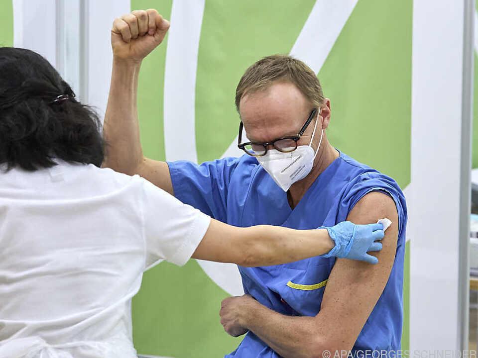 Impfung wirkt weiterhin sehr gut gegen schwerste Verläufe