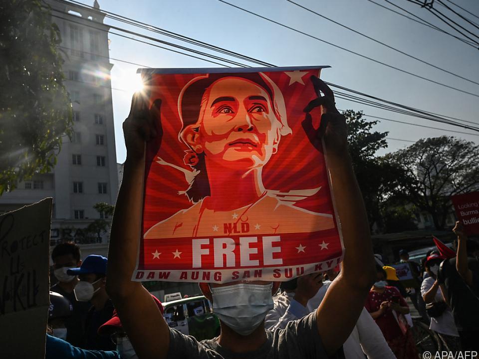 Junta will Aung San Suu Kyi zum Schweigen bringen