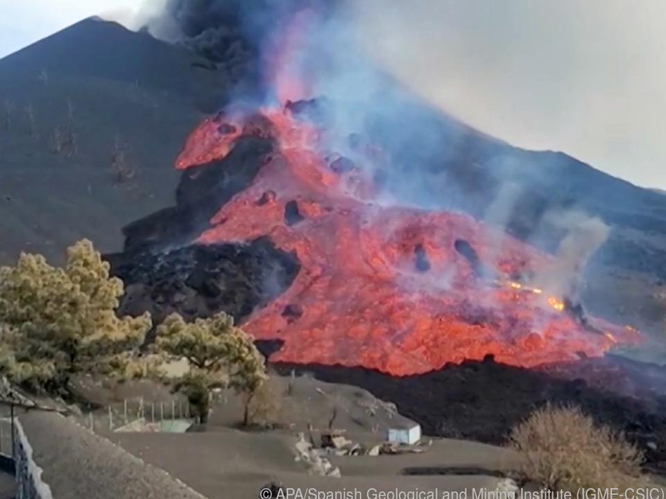 Lava hatte Zementwerk in Brand gesetzt