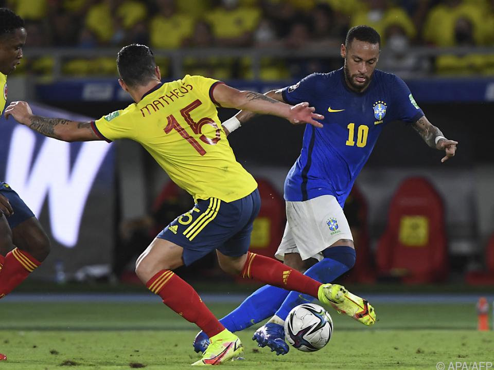 Neymar (Nr. 10) blieb in Kolumbien unauffällig