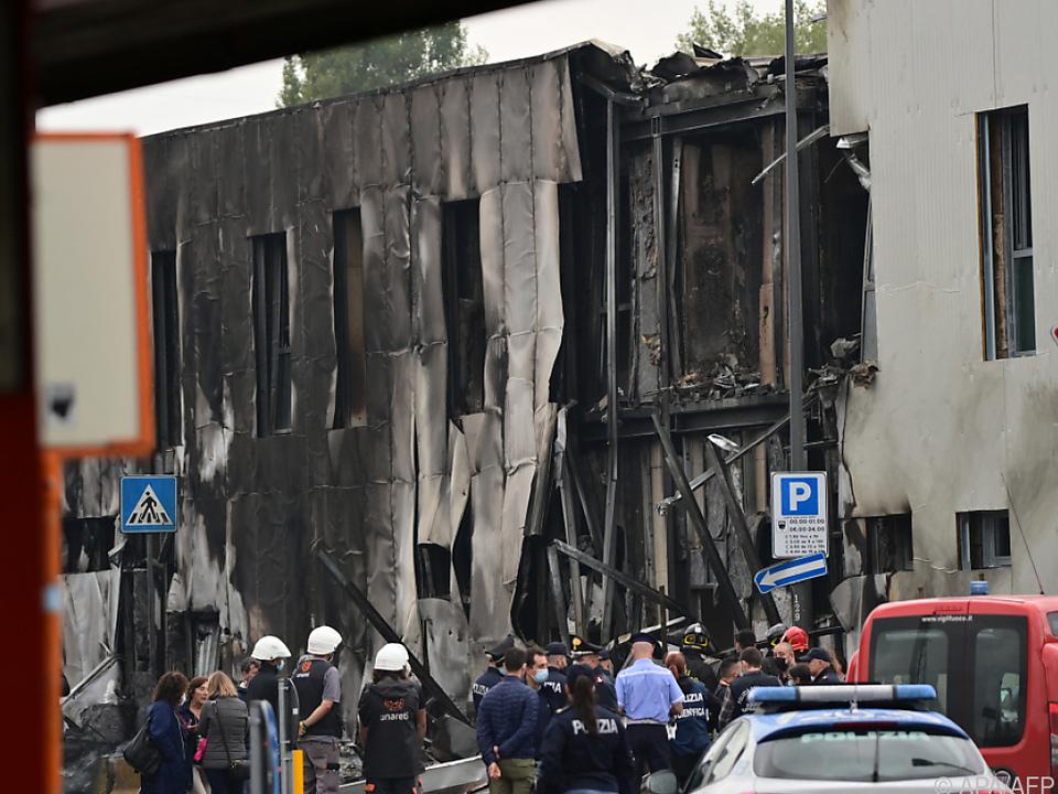 Parkhaus für Busse geriet in Brand